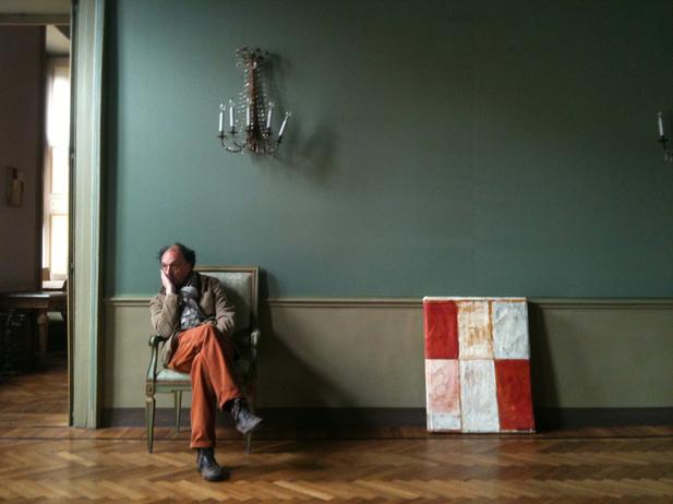 Ritratto di Mirco Marchelli negli spazi dell'Accademia Filarmonica di Casale