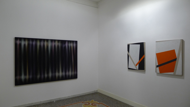 "Da sinistra - Marco Grimaldi, ""Habitat"", 2008, olio su tela, cm 140x200; Gianfranco Pardi, ""Alt"", 2010, acrilici su tela, cm 80x60; Gianfranco Pardi, ""Alt"", 2010, acrilici su tela, cm 80x60"