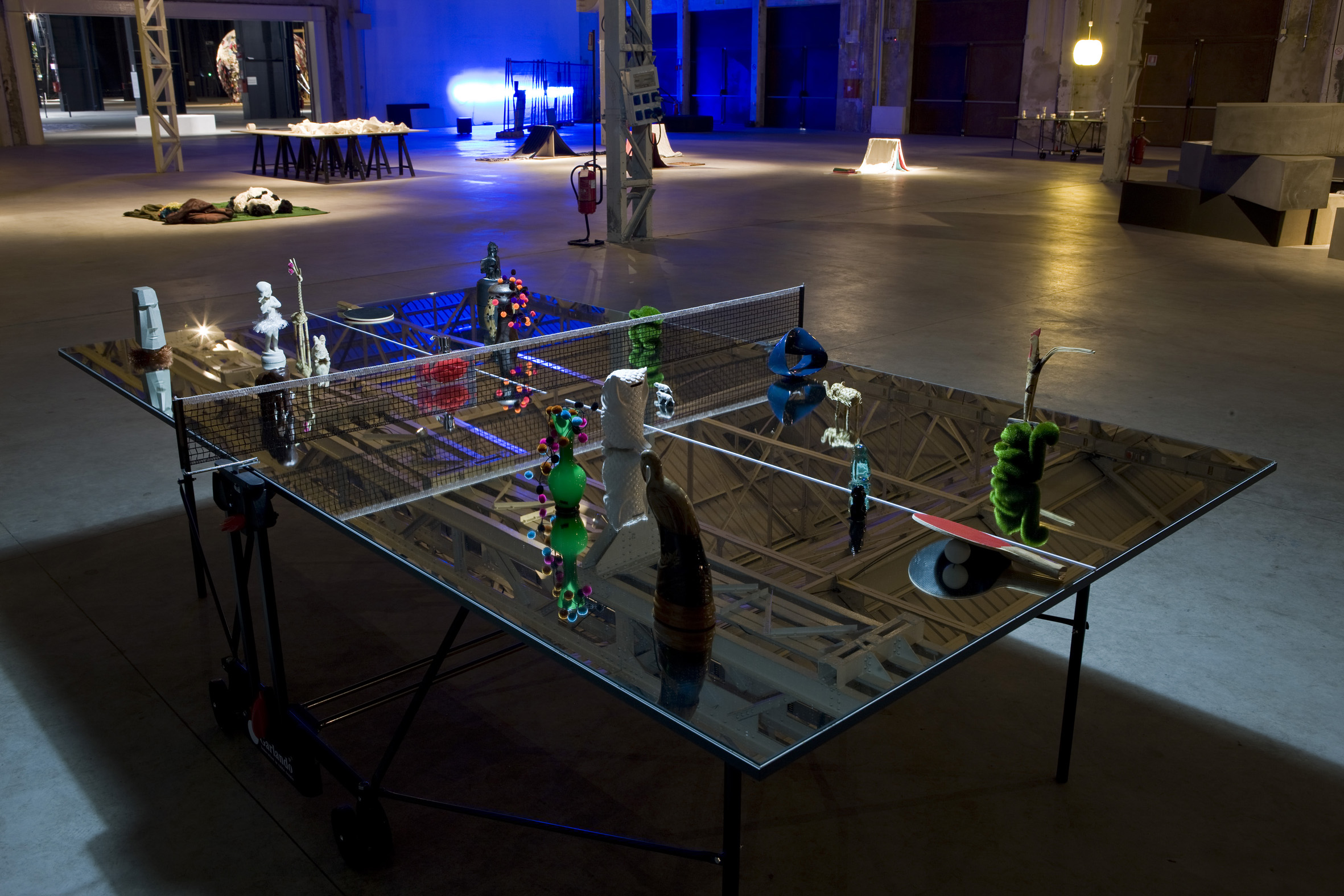 """Surasi Kusolwong, """"Ping—Pong, Panda, Povera, Pop—Punk, Planet, Politics and P—Art"""", installazione site specific, Hangar Bicocca, Milano, Courtesy Fondazione Hangar Bicocca, © Foto: Agostino Osio"""