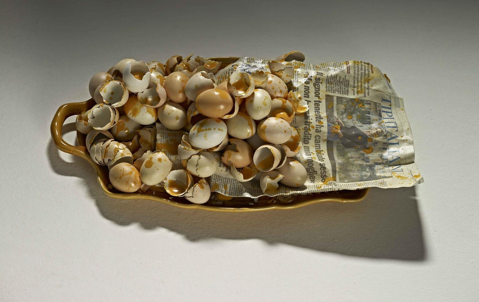 Bertozzi & Casoni, Vassoio, 2010, ceramica policroma, cm 18x35x61, collezione privata, Londra
