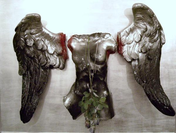 Vettor Pisani, Angelo dell'apocalisse, scultura in materiali vari, 140x165cm, 2009