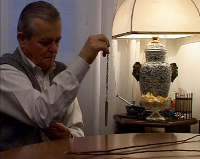 Meris Angioletti, TwilightZone - II rabdomante, 2006. dvd pal 4:3 da dvc am. 13'14''. Courtesy l'artista