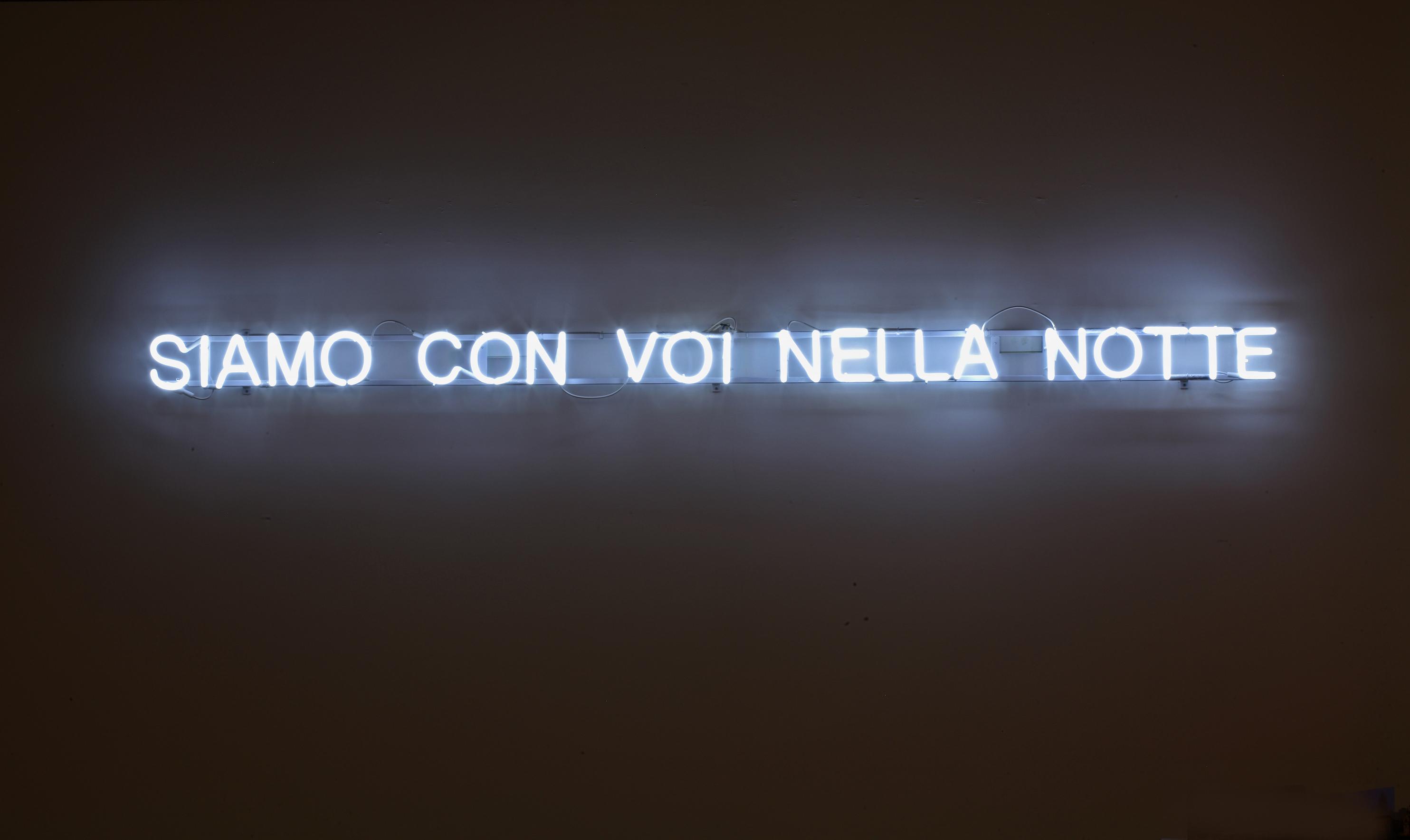 Claire Fontaine Siamo Con Voi Nella Notte 2008 neon trasformatori cavi struttura 280x13x4 cm Veduta dell'installazione presso Arcos Museo d'Arte Contemporanea del Sannio