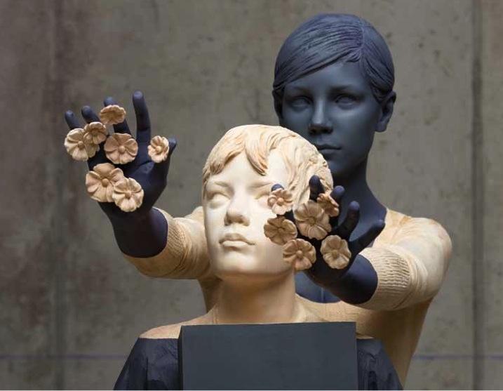 Willy Verginer, (partcicolare) Eppure è primavera, 2011, tiglio, acrilico, h 170 cm | Shine on me 2011, tiglio, acrilico, h 156 cm