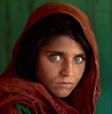 Steve McCurry, Sharbat Gula, ragazza afgana al campo profughi di Nasir Bagh vicino a Peshawar, Pakistan, 1984