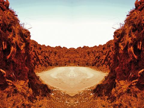 """Svetlana Ostapovici, """"Iron canyon"""", 2009, lambda su alluminio e plexiglas, cm 93,5x125. Courtesy Svetlana Ostapovici"""