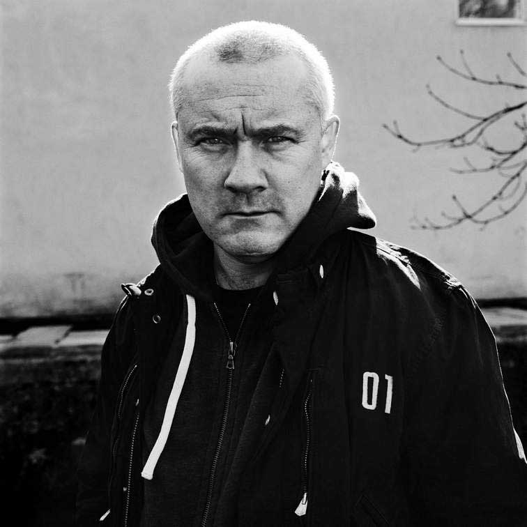 Damien Hirst Portrait, 2011. Photography by Anton Corbijn© 2011 Anton Corbijn - Photographed by Prudence Cuming Associates