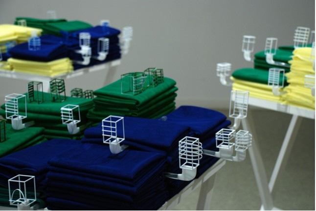 """""""Variation in Building 2"""", 2010, Tessuti, oggetti, acrilico dimensioni variabili"""