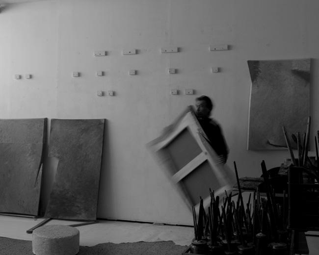 Tetsuro Shimizu nel suo studio