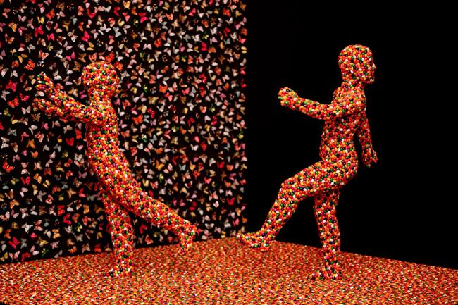 "Sandy Skoglund, ""Shimmering Madness Installation"""