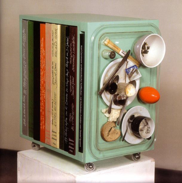 Daniel Spoerri, Rezept Mappe Bibliothek, tableau piège, mobile libreria, dieci libri di cucina, opere d'artista 1983/90, cm 46x57x35