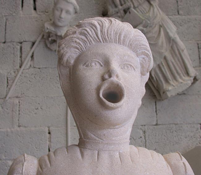 Antonio Riello, USE OBBEDIR TACENDO, 1996, cm 200x40x50 ciascuna (circa), pietra di Nanto. Courtesy Galleria Michela Rizzo, Venezia. Foto: Tiziano Rossi