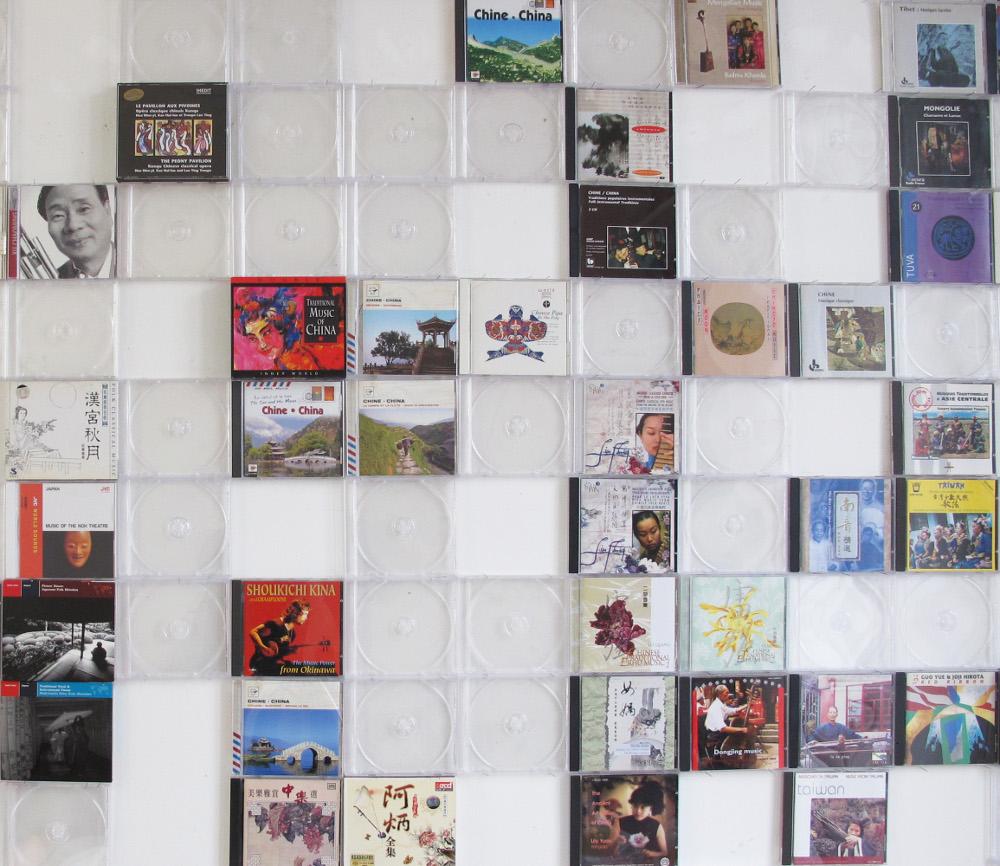 Stefano Arienti, Custodie Vuote, carta stampata e plastica, 2012