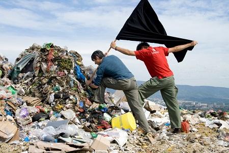 Igor Grubic, 366 liberation ritual (against trash), Zagabria 2008 - 2009, courtesy l'artista e LaVeronica arte contemporanea