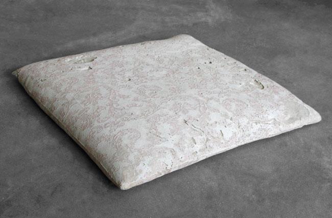 Cristina Treppo, Cuscino (6), 2012, cemento, cm 3,5 x 33,5 x 32,5
