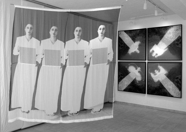 """""""H-Abito"""" Assemblaggio di organza trasparente stampata a transfert, immagine fotografica stampata su carta e legno. Installazione misura d'ambiente. 2012."""