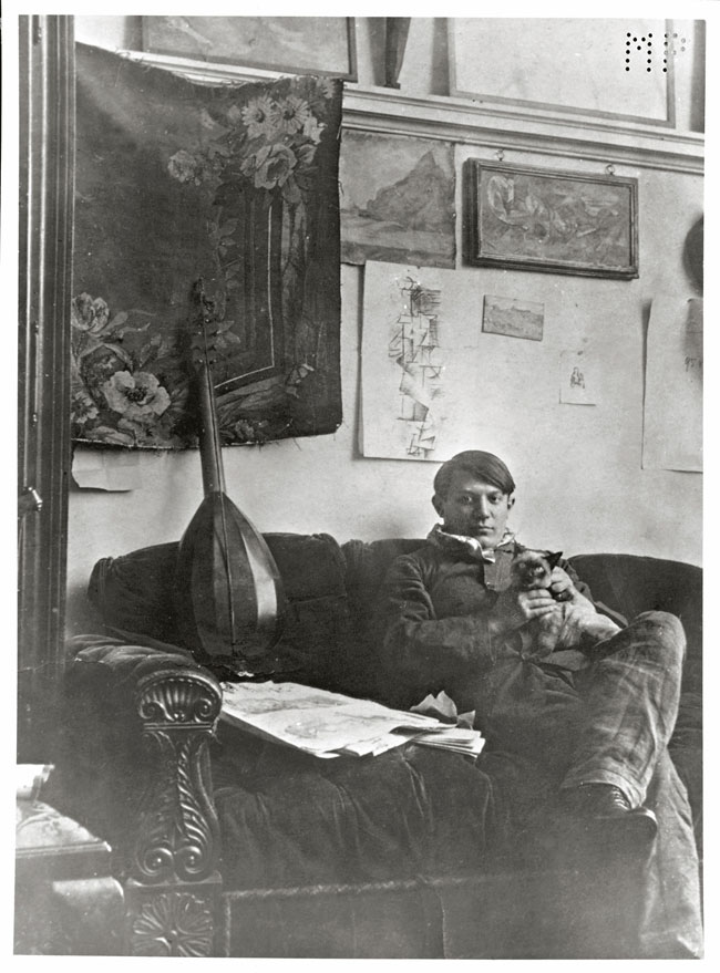 Self-portrait in his studio December 1910 Gelatin silver print, cm 14,7 x 11,6  Masterpiece from the Musée National Picasso Paris to be held at Palazzo Reale in Milan from September  2012 to January 2013  © Succession Picasso by SIAE 2012