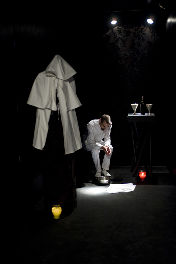 Giovanni Gaggia, Sanguinis Suavitas, 2010, performance, mc2gallery, Milano