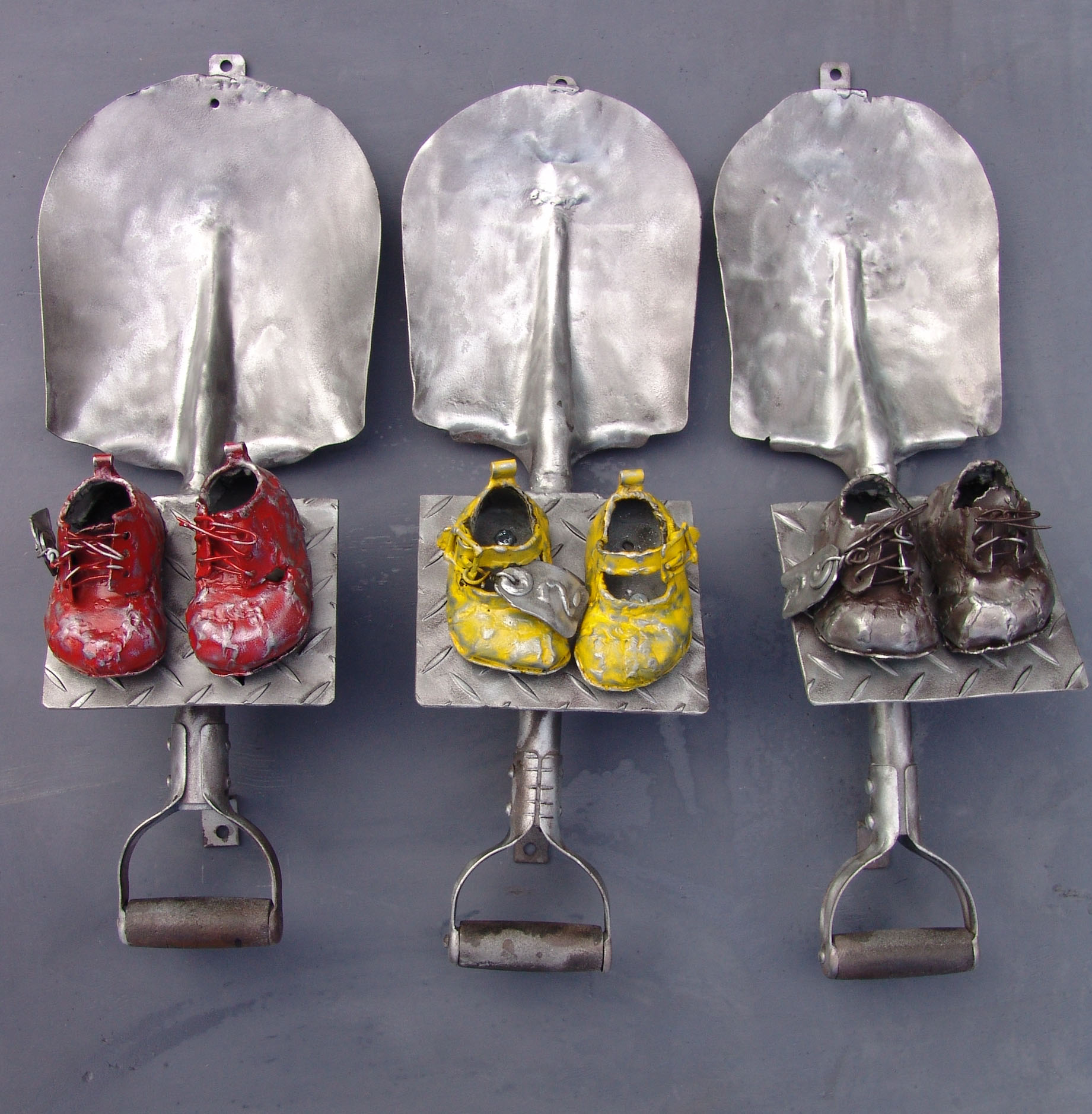 "Willie Bester, ""The Missing Ones"", 2008, metal, cm 67x26x3, L'ARIETE artecontemporanea Bologna"