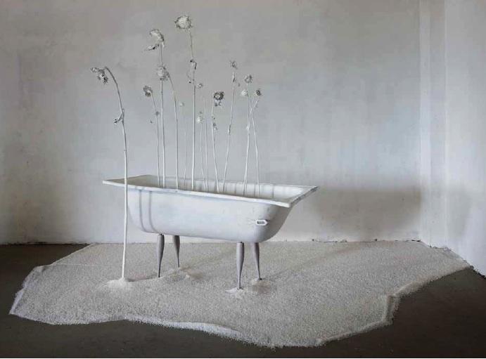Paolo Buzzi, destino glorioso, resti di sole e pioggia, 2011, installazione, vasca, resina, legno e sale, 76x160 h 206 (vasca) ingombro 250x350 cm