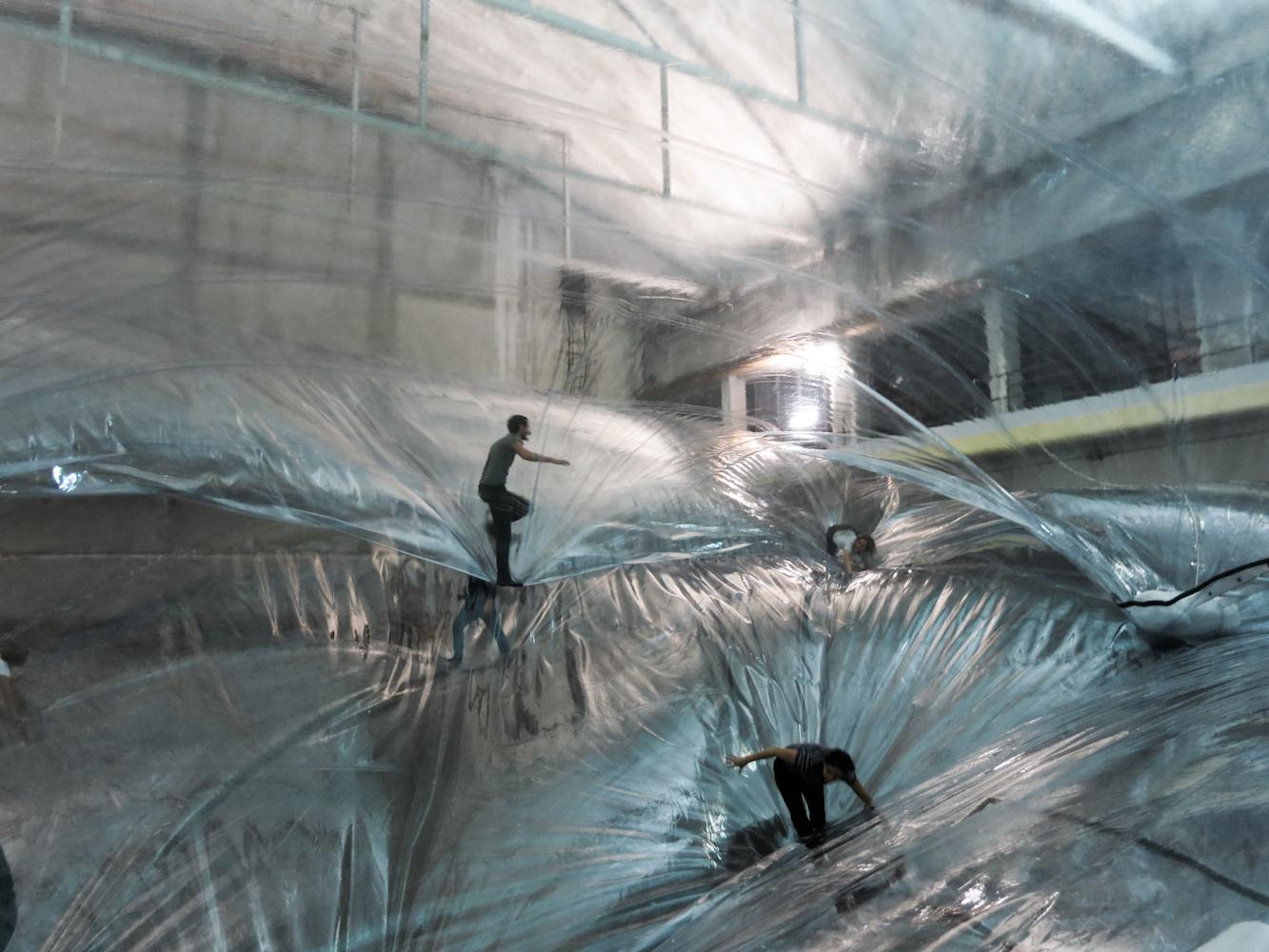 Tomas Saraceno, veduta installazione On Space Time Foam, Hangar Bicocca, Milano