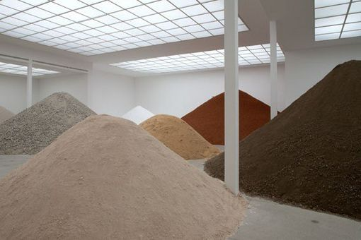 Lara Almarcegui, Construction Materials Main Hall-Secession, Vienna, 2010. Foto di Wolfgang Thailer