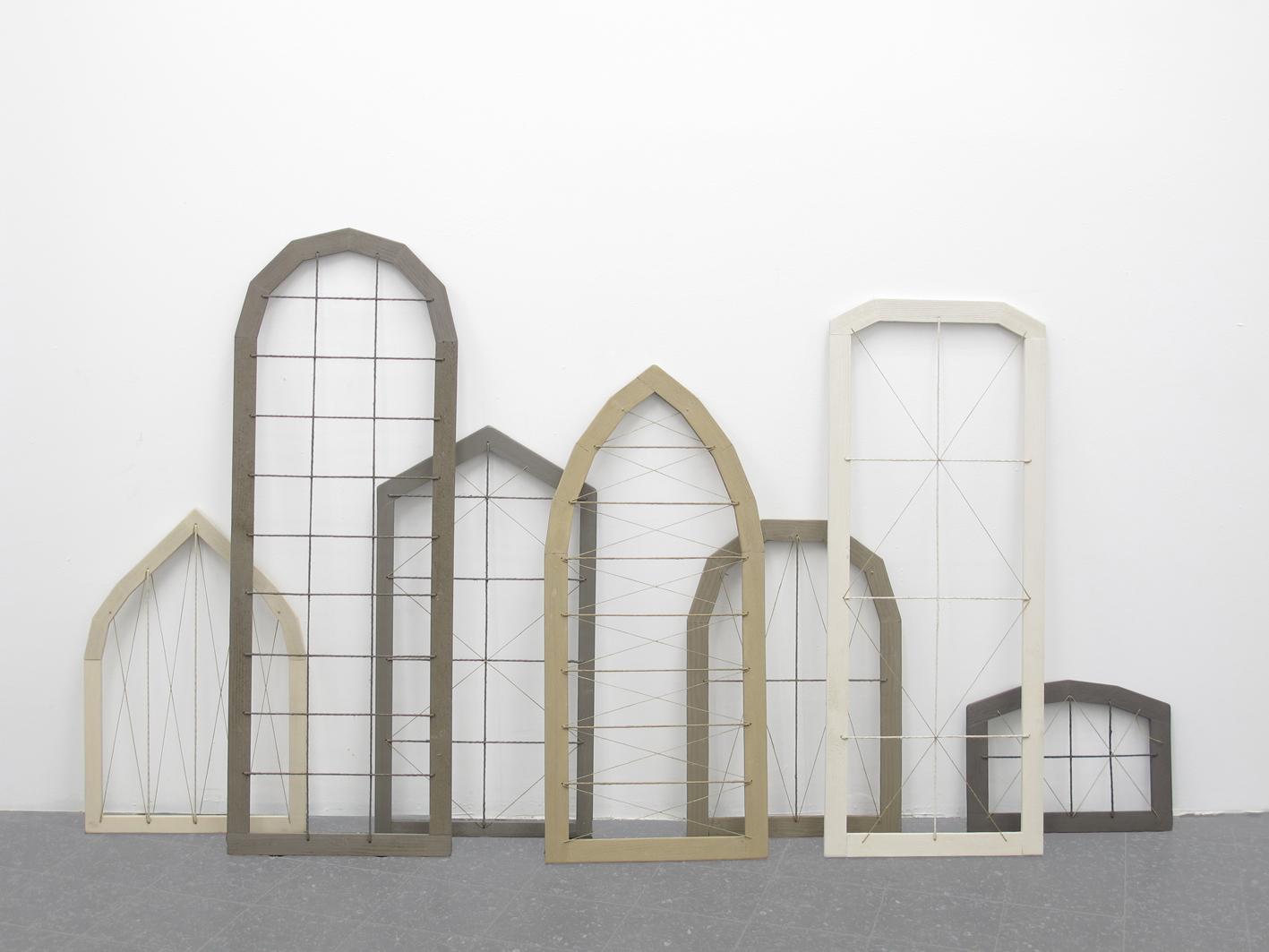 Cesare Galluzzo, Doctum doces, 2013, smalto su legno e canapa, dimensioni variabili