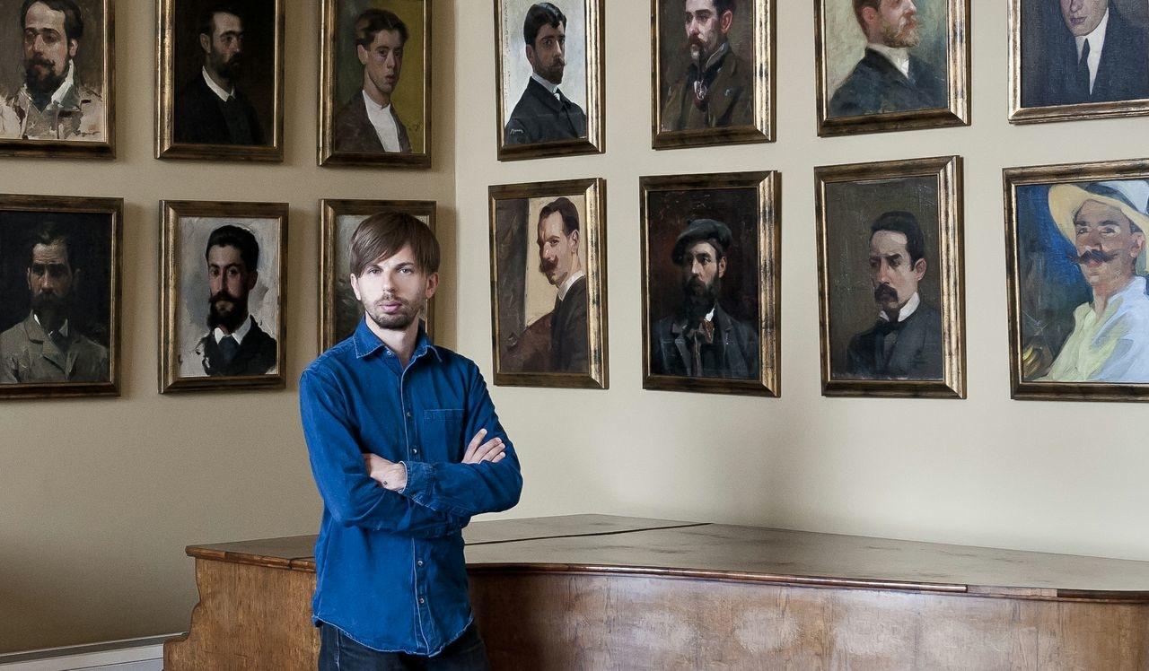 Valerio Rocco Orlando, Autoritratto nel Salone dei Ritratti alla Real Academia de Espana en Roma_2012_Foto Sebastiano Luciano