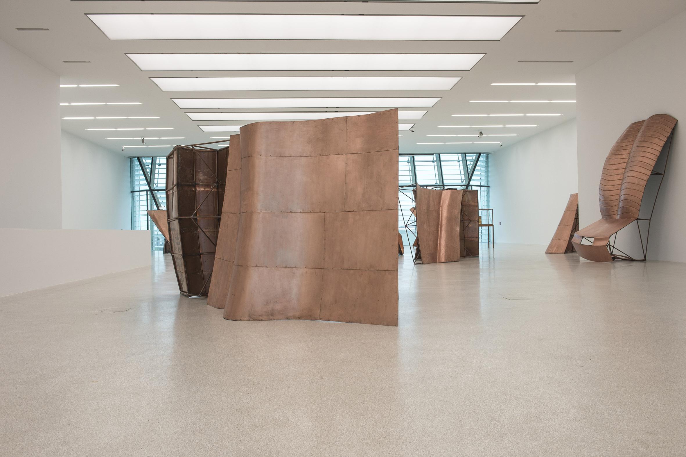Veduta della mostra Danh Vo Fabulous Muscles, Museion, Bolzano Foto: Seehauser