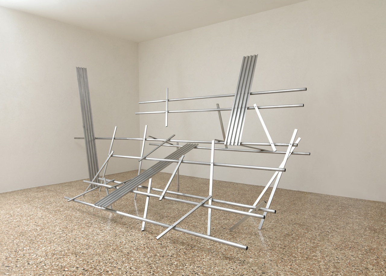 Anthony Caro, Hopscotch, alluminio, 250x475x243,5 cm, collezione dell'artista © Barford Sculptures Ltd. Foto: Mike Bruce