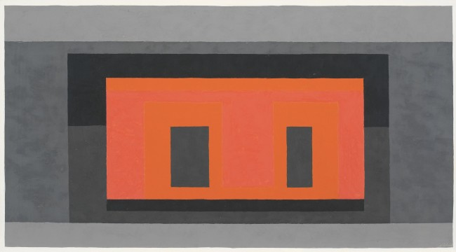 Josef Albers, Variant / Adobe, Pink Orange Surrounded by 4 Grays, 1947-1952, olio su masonite, 38.1x68.6 cm © 2013 The Josef and Anni Albers Foundation / Artists Rights Society New York