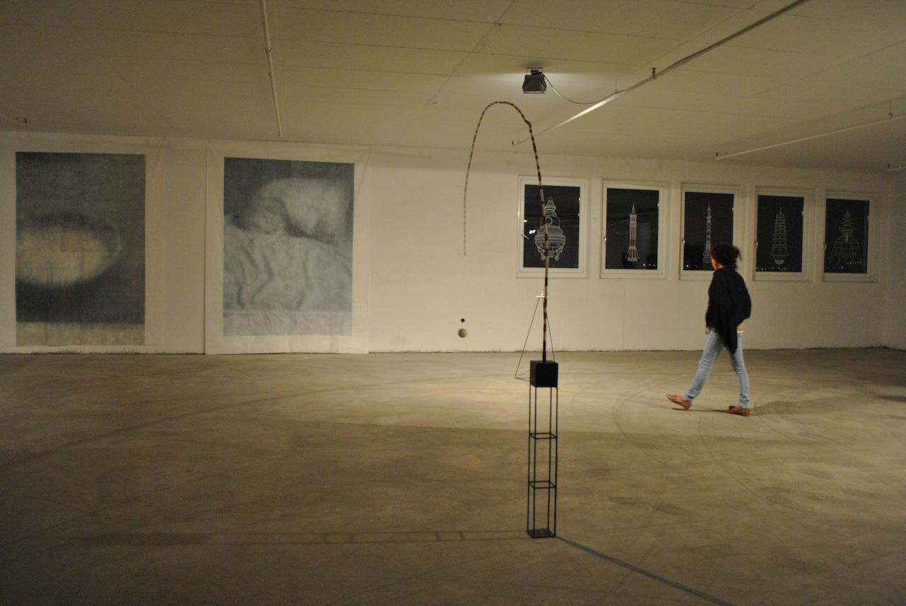 Die Licthung, veduta allestimento, Kunsthalle Hotel Eurocenter, Lana (BZ). Foto: Albarello