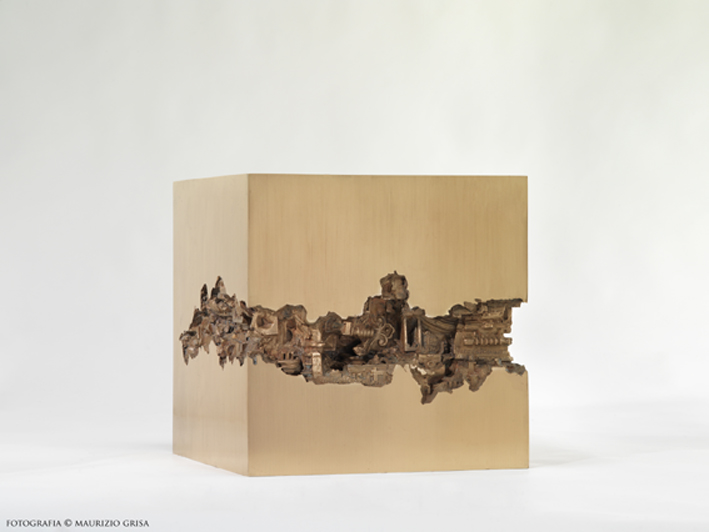 Piero Cattaneo, Quadrato interrotto, 1979, bronzo unico, cm 50x49x13 Foto Maurizio Grisa
