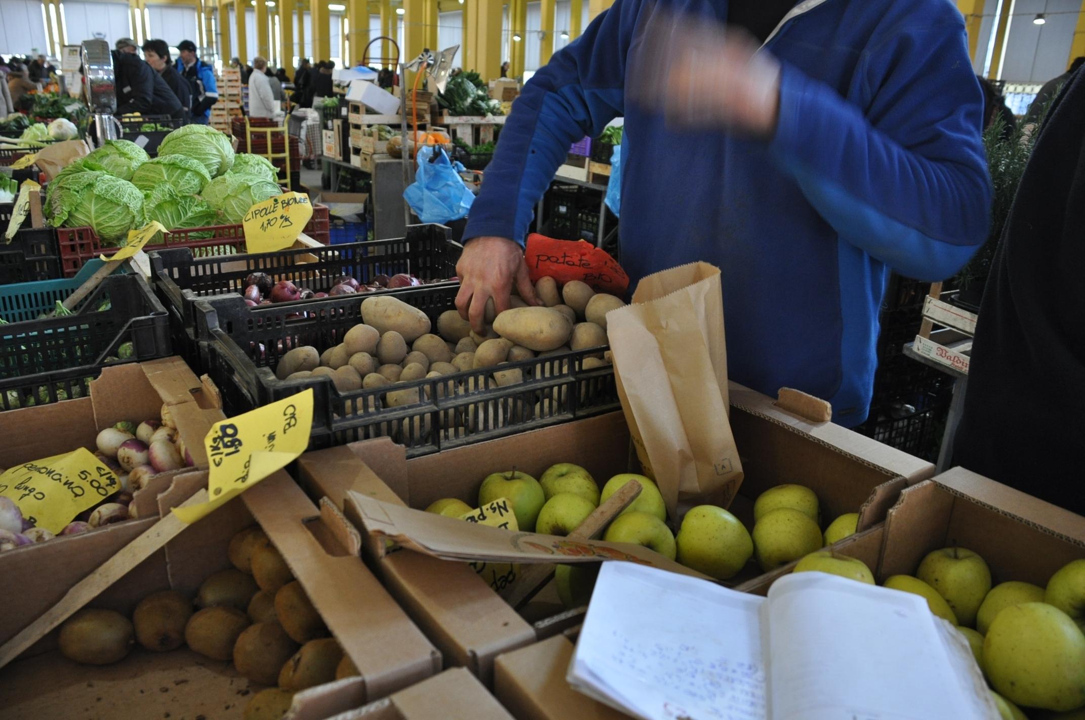 MarketZone, un'immagine del mercato di Piazza Seminario, Cuneo