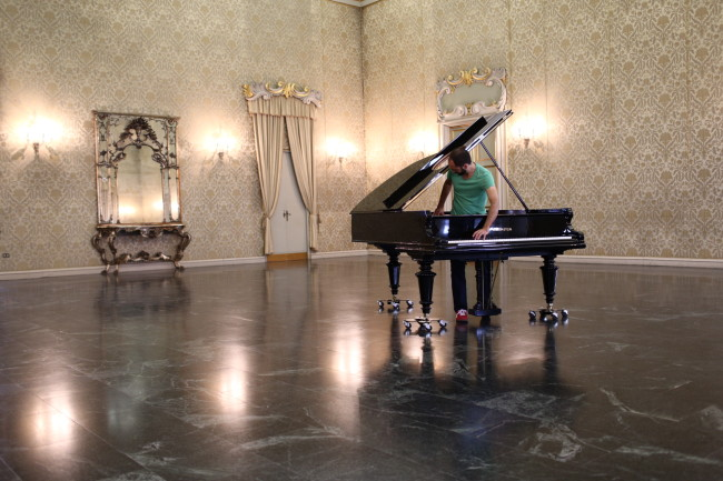 Stop, Repair, Prepare: Variations on 'Ode to Joy' for a Prepared Piano, 2008 pianoforte Bechstein modificato, performance dal vivo / prepared Bechstein piano, live performance performance eseguita quotidianamente dai pianisti / performed daily by pianists:  Luca Ieracitano, Amir Khosrowpour, Gaston Polle Ansaldi © Allora & Calzadilla Courtesy Allora & Calzadilla; Fondazione per l'Arte Moderna e Contemporanea CRT; Castello di Rivoli Museo d'Arte Contemporanea, Rivoli-Torino; GAM – Galleria Civica d'Arte Moderna e Contemporanea, Torino  performance a Palazzo Cusani, Milano / performance at Palazzo Cusani, Milano photo: Marco De Scalzi