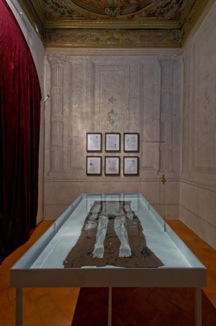 Chiara Fumai, veduta dell'installazione, stanza III, A Palazzo Gallery, Brescia