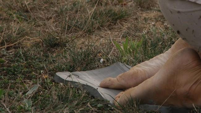 Virginia Zanetti, Studio primo per l'estasi nel paesaggio, 2013, dispositivo a terra azione senza spettatori, made in Filandia, Pieve a Presciano, Arezzo Foto Matteo Innocenti