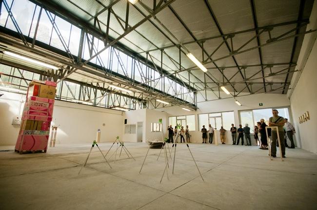 Taibon Agordino, ex fabbrica di occhiali Visibilia, una mostra a cura di Alberto Zanchetta, 2012, foto Giacomo De Donà