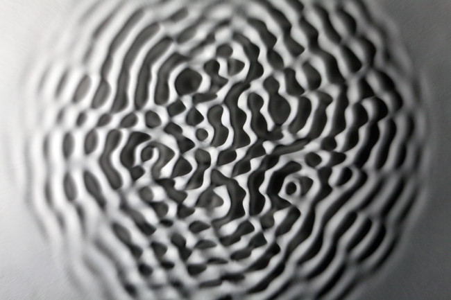 Loris Cecchini, Wallvave vibration (ears particle tingles), 2012, resina poliestere e pittura, ø100 cm  Fondazione Arnaldo Pomodoro, Milano Foto di Ugo Dalla Porta