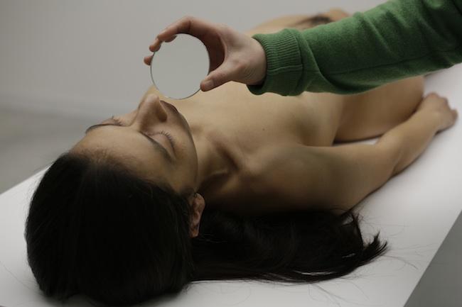 Regina José Galindo, Exhlaciòn (estoy viva), 2014 Foto di Andrea Sartoki Courtesy PAC Padiglione d'Arte Contemporanea, Milano