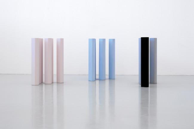 Ettore Spalletti, Movimento trattenuto 2001 impasto di colore su marmo bianco Sivec sedici elementi 110 x 15,5 x 17,5 cm ciascuno fotografia: Mario Di Paolo