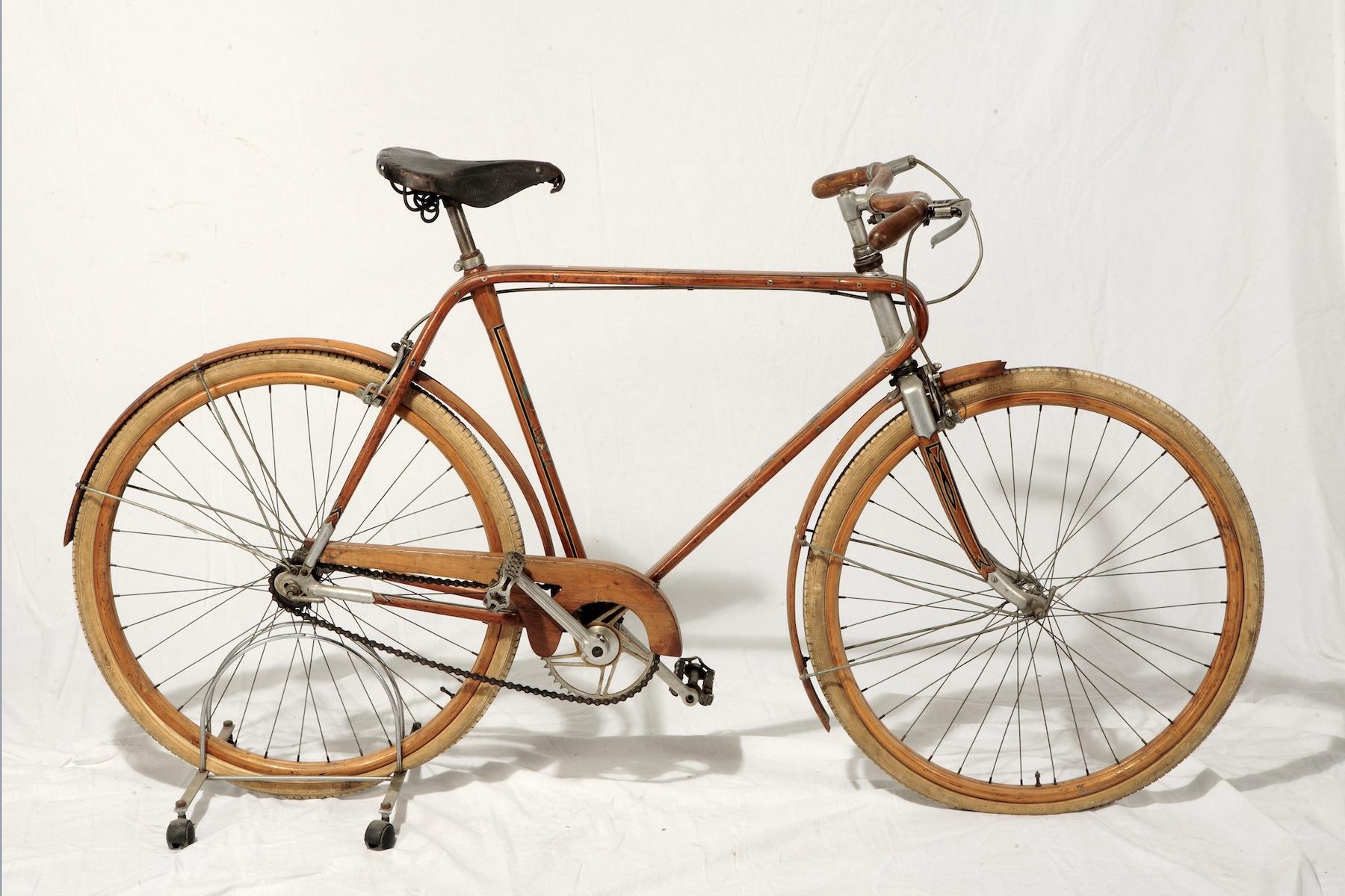Littorina autarchica, bicicletta in legno e alluminio, 1939, Vianzone Courtesy Collezione privata