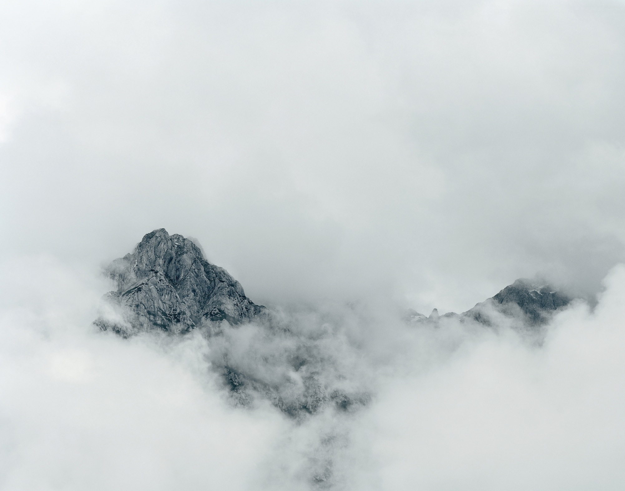 Axel Hütte, Raucheck, Austria dalla serie New Mountains, 2011, 135x165 cm, Ditone Print © l'artista