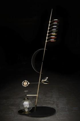 StefanoRusso, SINTESI PERCETTIVA, ottone, ferro, vetro. Photo by Paolo Regis
