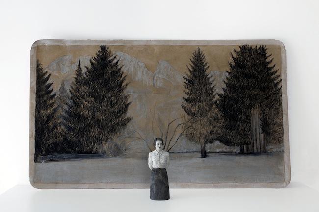 Serena Zanardi, Carezze al lago, 2013, scultura in terracotta dipinta con, cenere e ruggine e disegno su cartone di acqua evian 21x0,8x0,6 cm e 60x100 cm