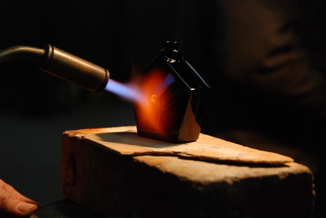 Andy Tauer Perfume, In the glass factory, polishing of glass flacon