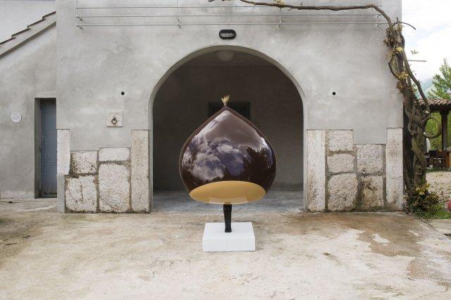 Lucio Perone, Senza titolo, 2014, vetroresina, vernice industriale, 179x115x90 cm. Ph. Fabio Donato