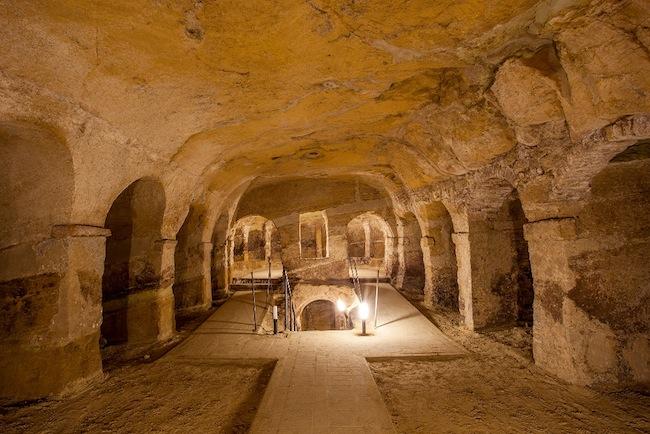 Grotte Ricotti, location della mostra di Quirino Ruggeri