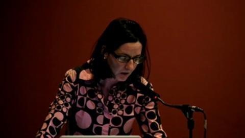 Lucia Farinati durante una talk alla Tate