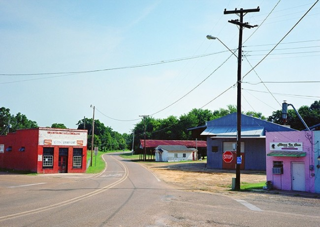 Wim Wenders, Mississippi Town, USA, 2001, C-Print, 124.3x157 cm 1999 © Wim Wenders / Wenders Images